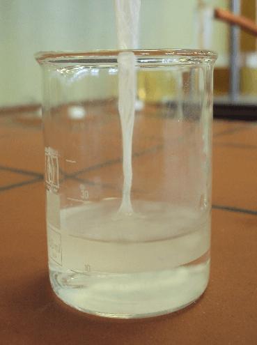 Manuel nylonfremstilling i laboratoriet. Kilde: Wikipedia.dk