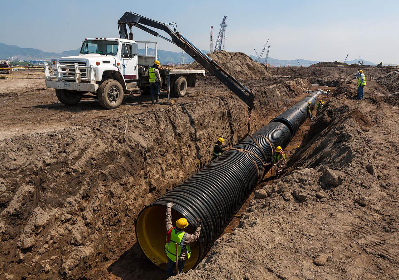 HDPE rør bliver installeret på afvandingsprojekt i Mexico. Kilde: Wikipedia.org