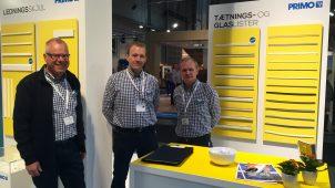 Primo Danmark var stærkt repræsenteret på BYGGERI'16 – her ses Jens Peter Jensen (tv.), Keld Sterup og Carsten Niebuhr på virksomhedens stand.