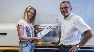 Ingeniør Jette Ø Jeppesen og BD Manager Jan Busk fra den nye Business Development afdeling foran 3D printerne Mark Two og Blueprinter®.
