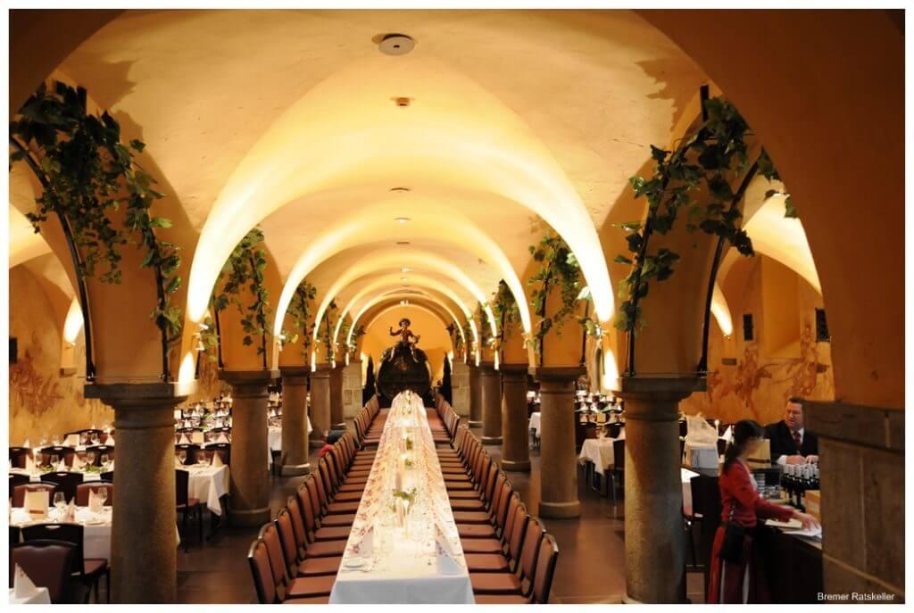 Bremer Ratskeller er scenen for en god tysk middag på turens førstedag.