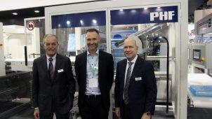 Karl Schäuble (tv.) og Heinrich Sielemann (th.) fra Illig viste sammen med Peter Friis (i midten) fra Kilde deres nye fælles produkt frem på K-messen i efteråret.